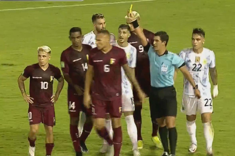 半场-梅西造红牌劳塔罗破门 阿根廷1-0委内瑞拉