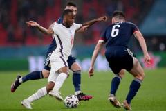 欧洲杯 英国 0-0 苏格兰 石头 中央支柱 詹姆斯门线 救援