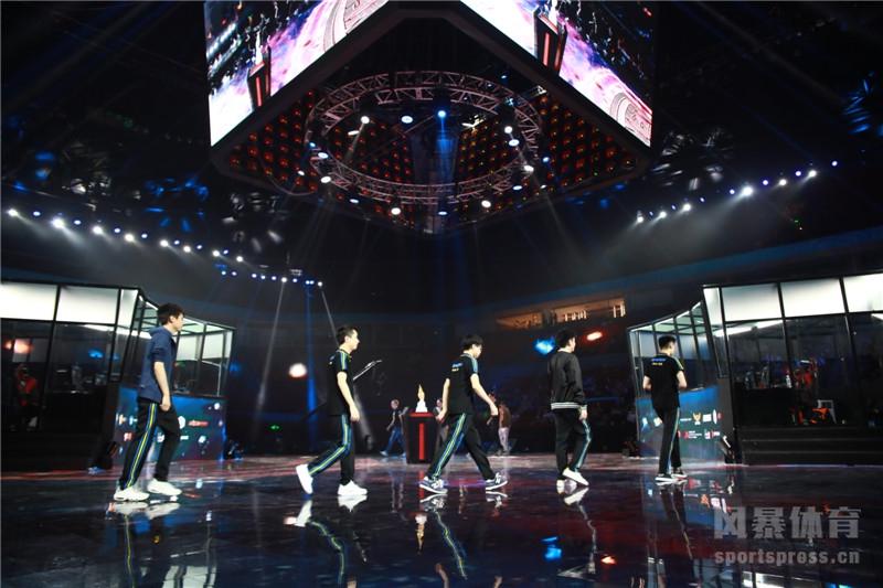 http://img.weizhuangfu.com/d/file/pic/1-20011Q34944-50.jpg