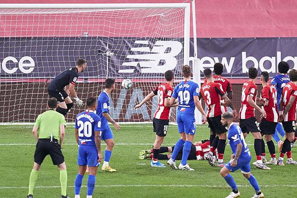 塞维利亚客场2比1击败毕尔巴鄂竞技