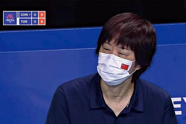 郎平眼睛肿了!女排队员的表现让球迷质疑:配得上郎平吗?