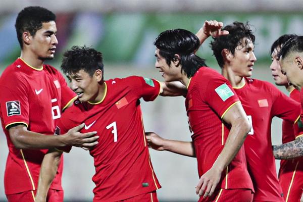 国足3-2绝杀越南收获12强赛首胜!