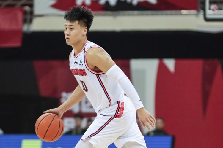 带头!赵睿的上场时间是全队最高的 最高分26分外加7个篮板和3次破发