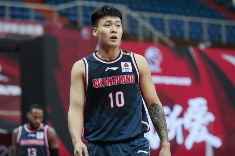 攻防一体!赵睿疯狂的得到29分 4个篮板 4次助攻和3次盖帽