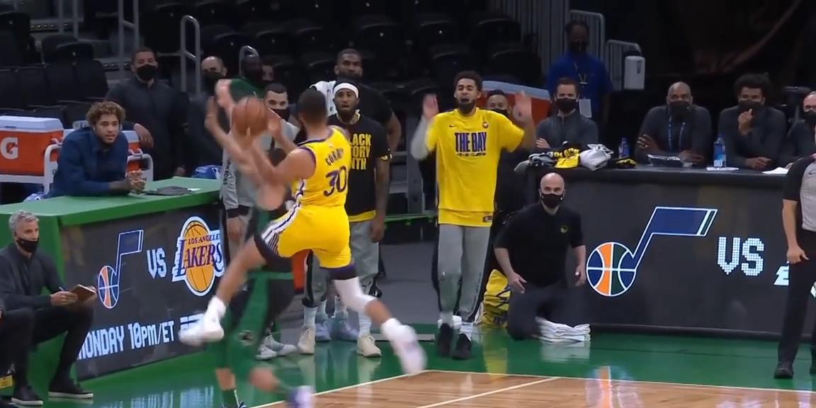 NBA意想不到的进球瞬间 藏书馆被对手扰乱变形 依然进球