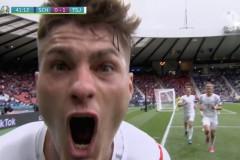 欧洲杯中场休息-苏格兰0-1捷克共和国面对激烈的希克头球
