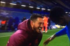 卧底锤!阿扎尔在梦游般走出欧冠对阵切尔西的比赛后 与前队友谈笑风生