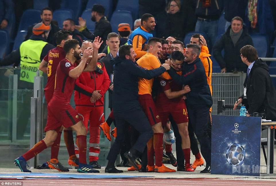 欧冠-罗马3-0巴萨史诗级逆转 德罗西点射梅西哑火