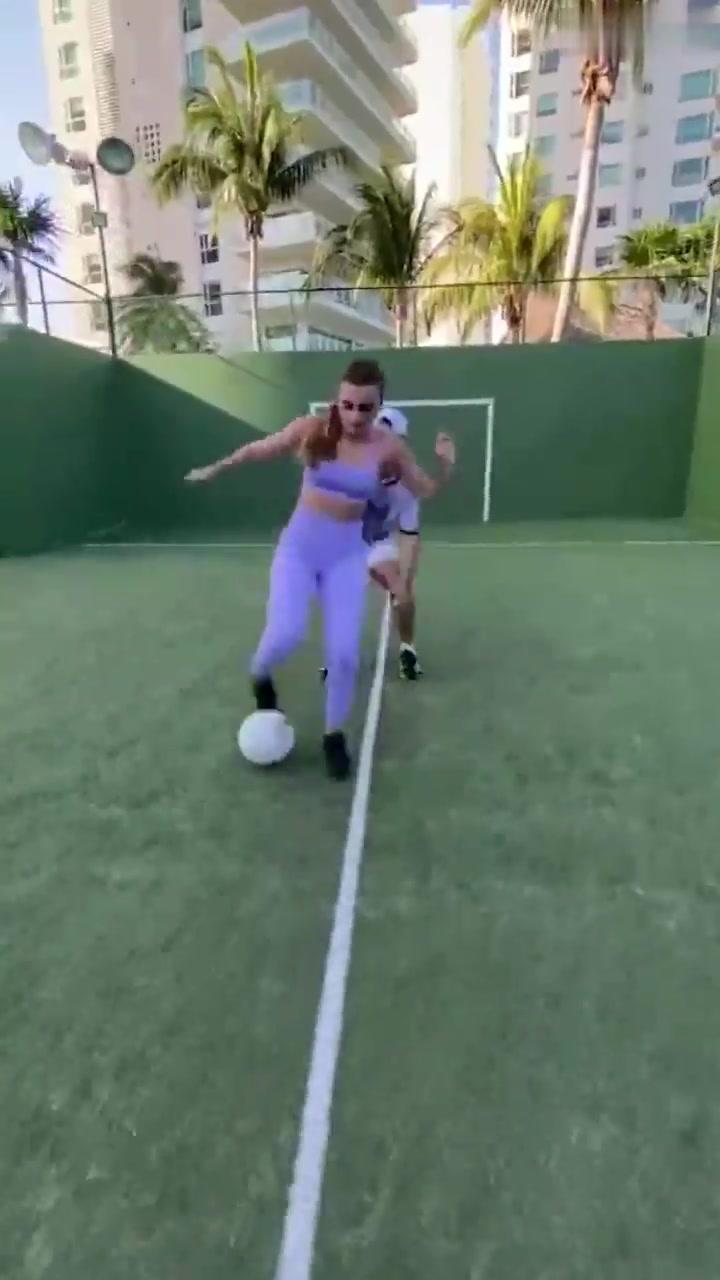 会踢球的小姐姐可真是有魅力啊