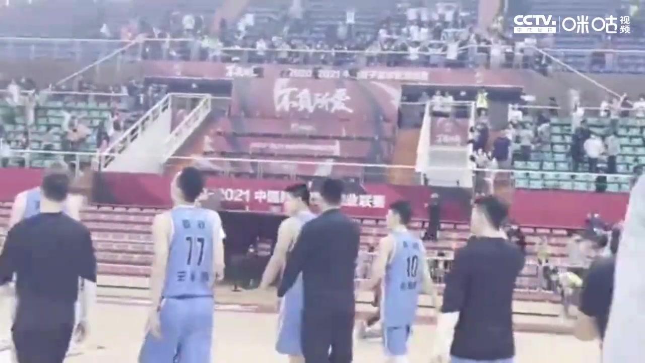 北京队返场感谢球迷,范子铭泪目,翟晓川激励全队