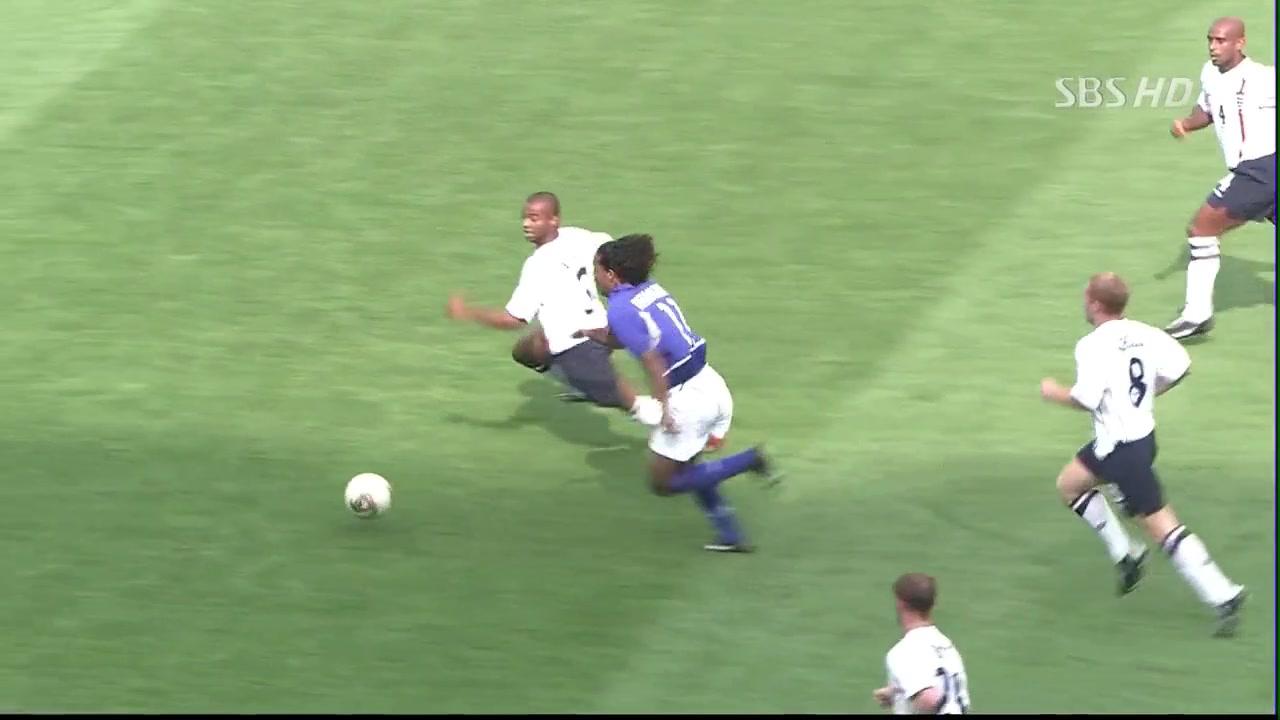 小罗经典吊射破门!02年世界杯三狮军团大战桑巴梦幻3R组合