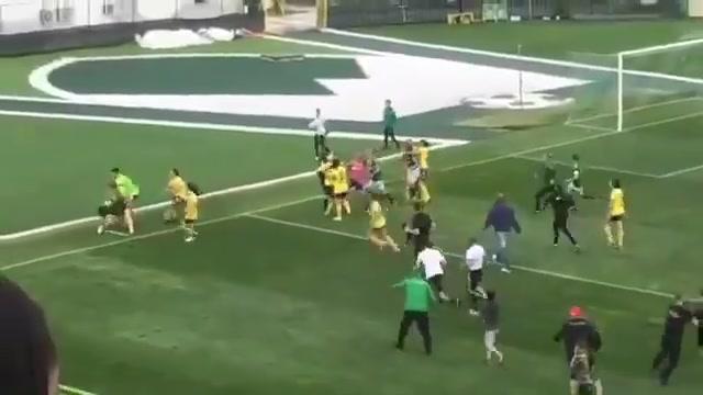 撕扯头发!保加利亚女足比赛爆发冲突