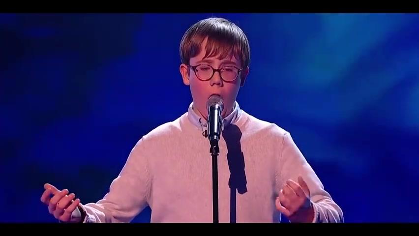英国好声音,一男孩高唱利物浦队歌