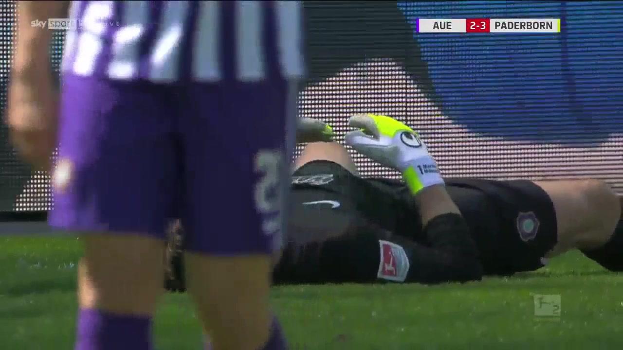 太狠了!德乙球队帕德博恩8-3血洗奥厄 门将都快哭了