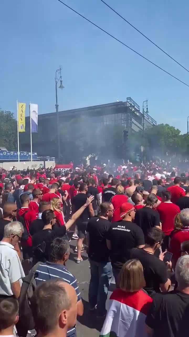 对战葡萄牙!感受一下匈牙利球迷的恐怖氛围