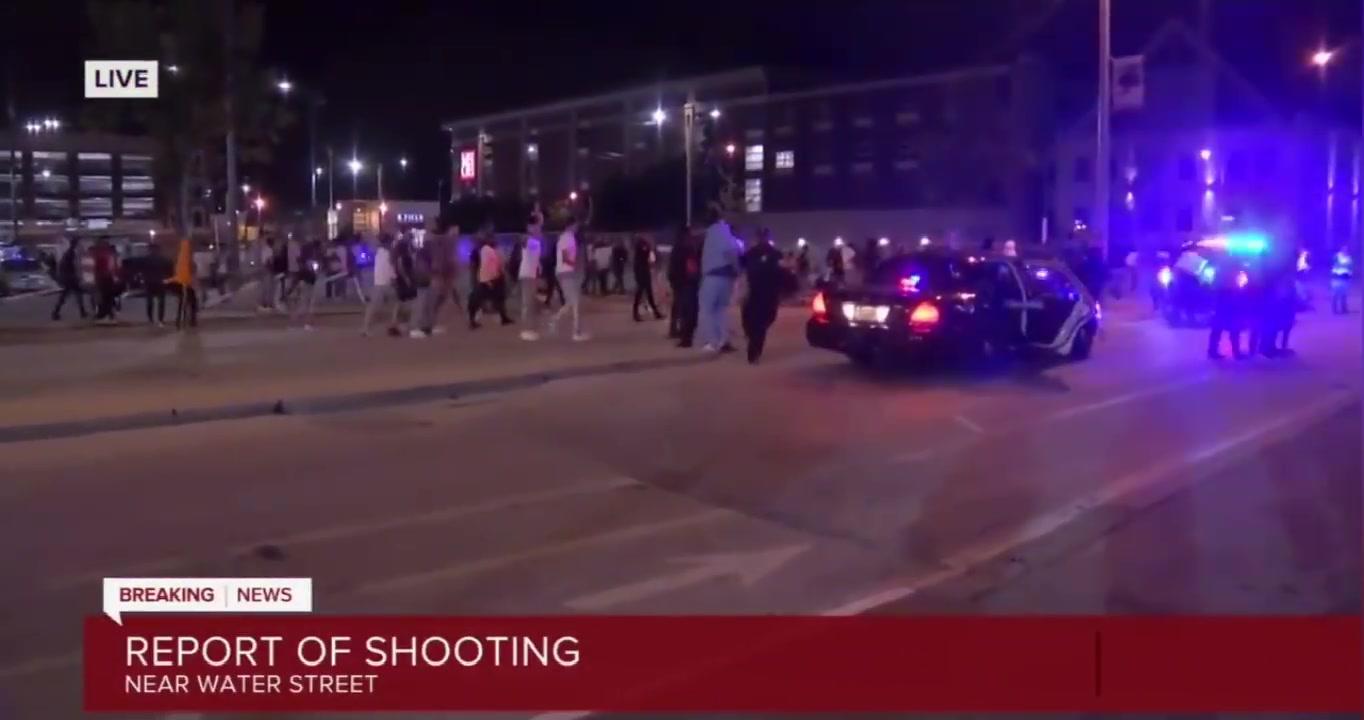 怎么回事?密尔沃基球迷上街庆祝突然响起枪声 球迷陷入混乱