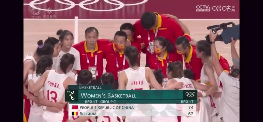 姚明和中国女篮围一起 许利民:后面爱谁谁!女篮一定行