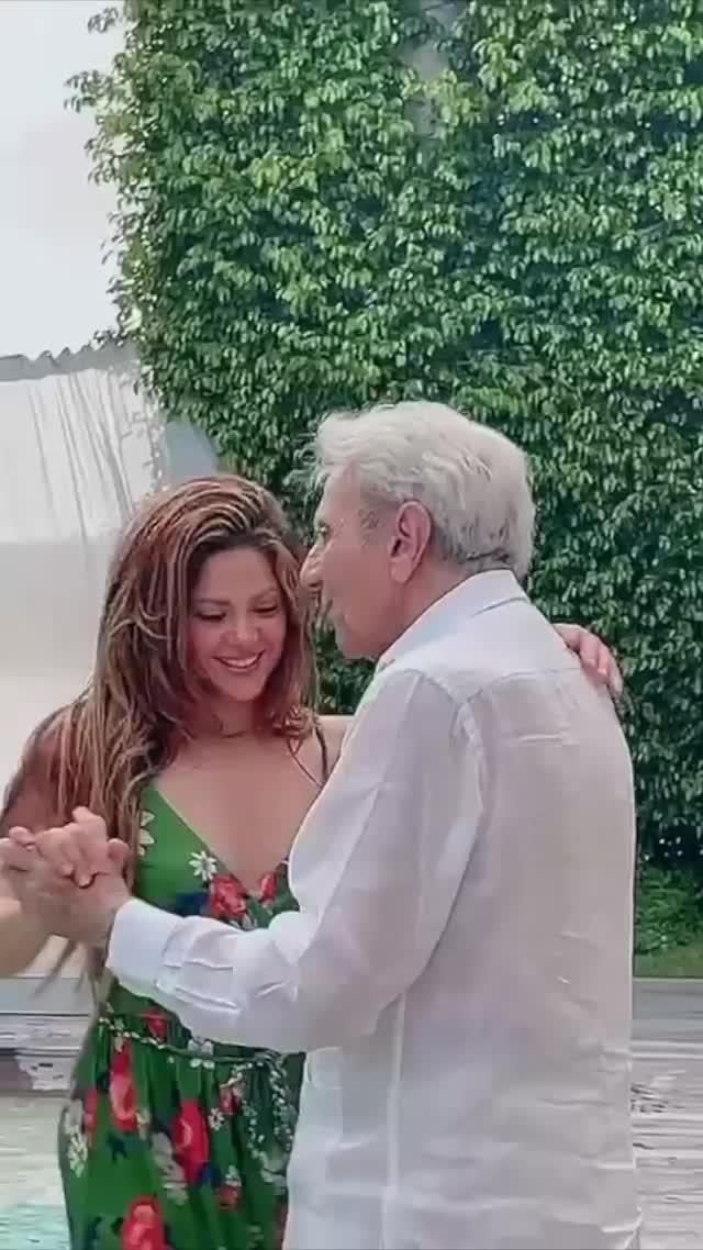 父亲90岁生日!夏奇拉和父亲一起跳舞庆祝