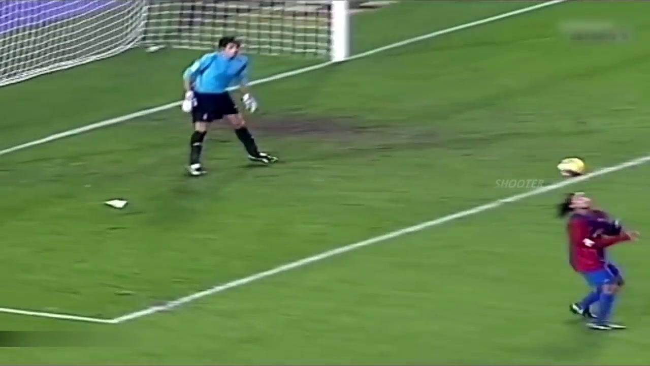 无解!小罗巴萨经典进球 足球精灵谁也拦不住