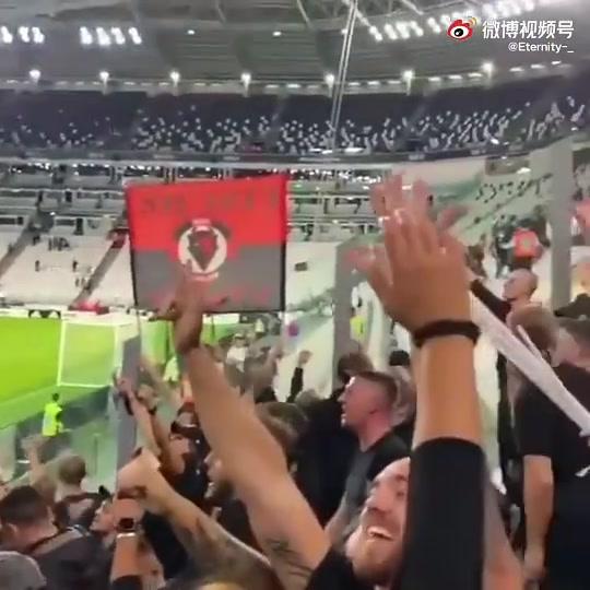 米兰球迷向尤文球迷喊:你们要回意乙了