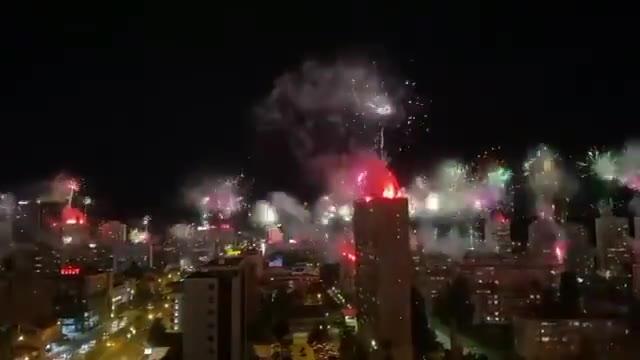 波黑泽列兹尼察迎来建队100周年,球迷们放烟火庆祝