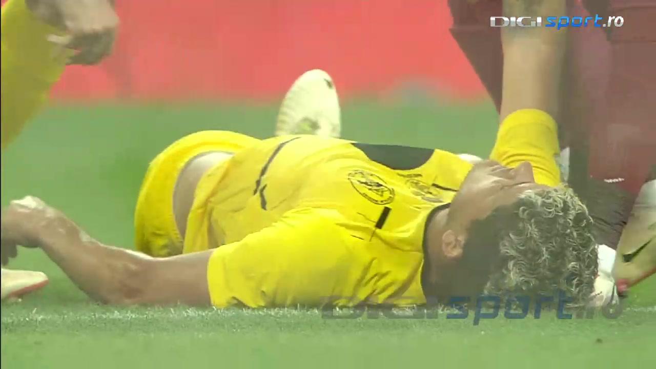 罗马尼亚联赛鞭炮在球场爆炸 旁边球员被惊吓晕倒