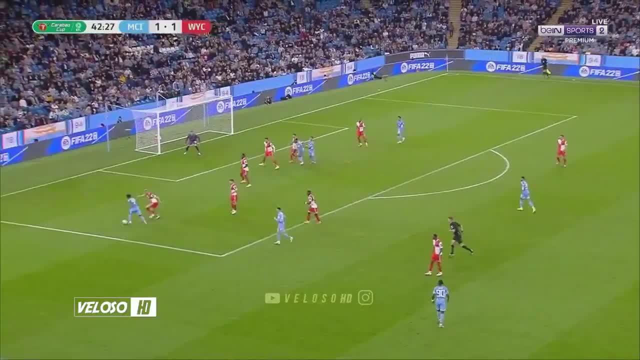 拉维亚倒三角回传 马赫雷斯推射破门 曼城2-1领先