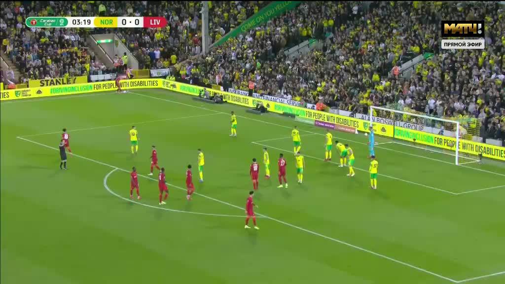 利物浦开出角球 南野拓实禁区内抽射破门得手