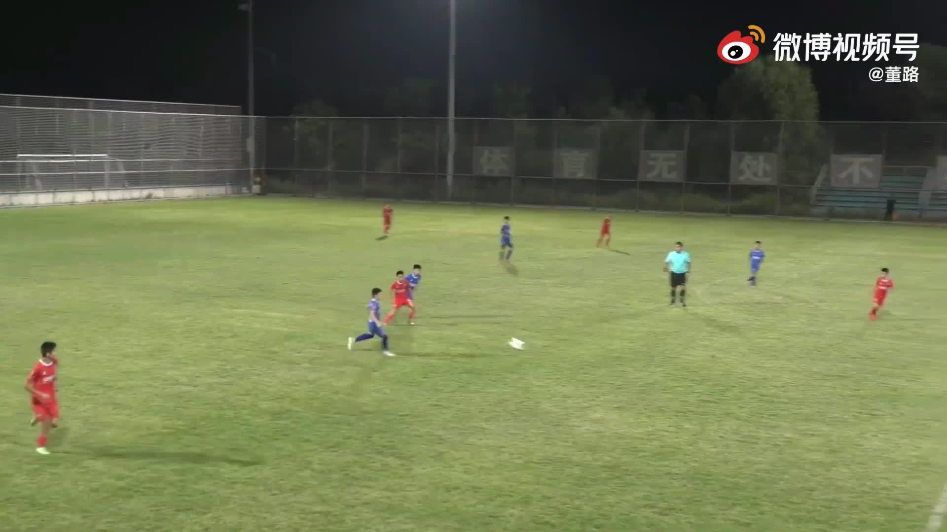 董路的足球小将第一脚停球,哪个最丝滑?