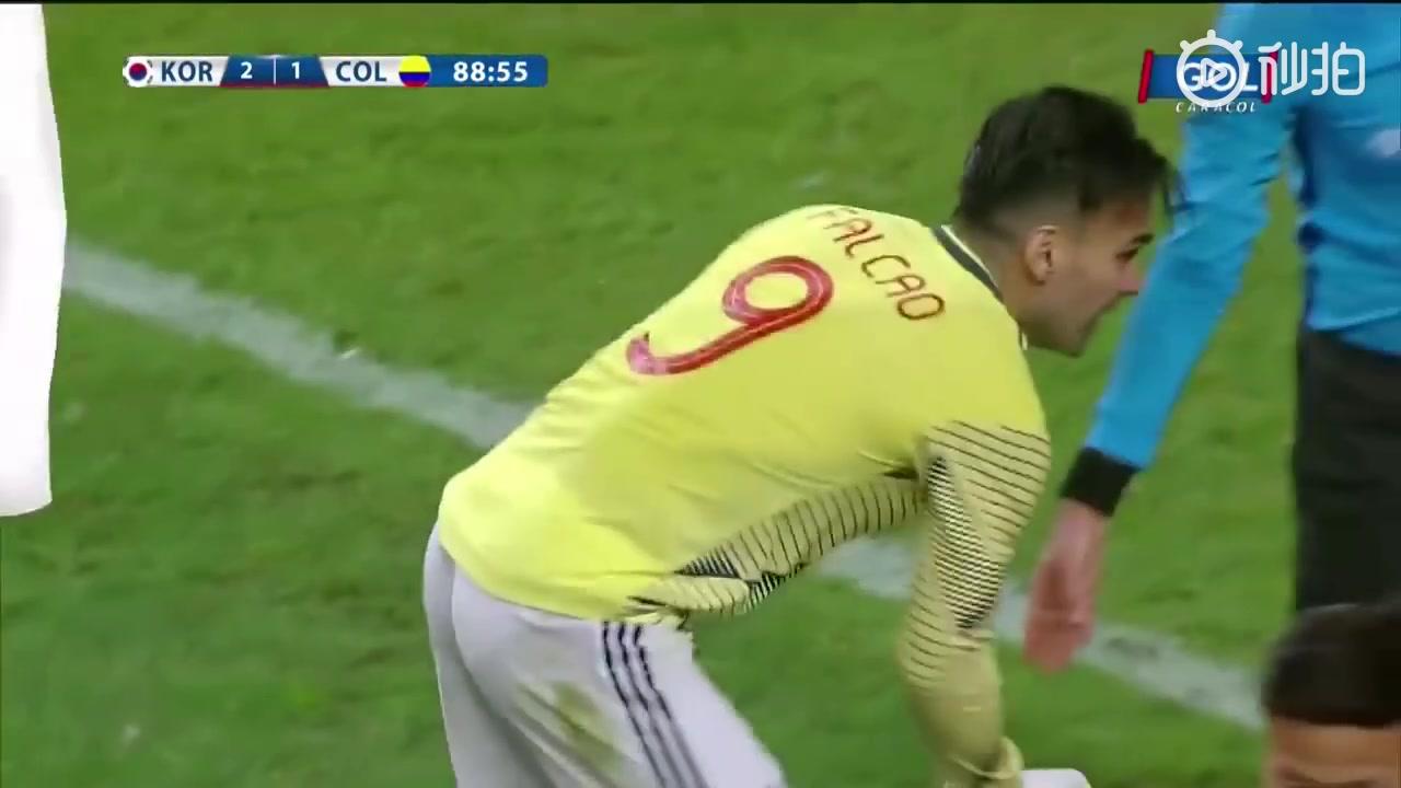 韩国队友谊赛拖延时间惹恼法尔考 怒扔韩队医箱子