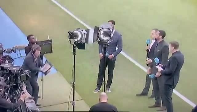 糟透了!曼联输球后费迪南德手机又掉地上