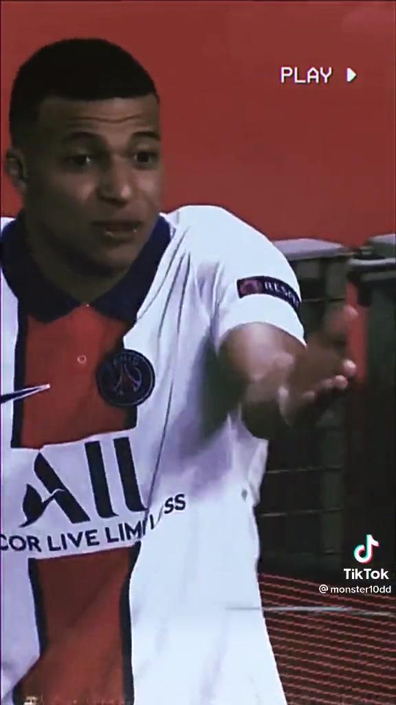 国外球迷晒:姆巴佩选择单干没传球给内马尔