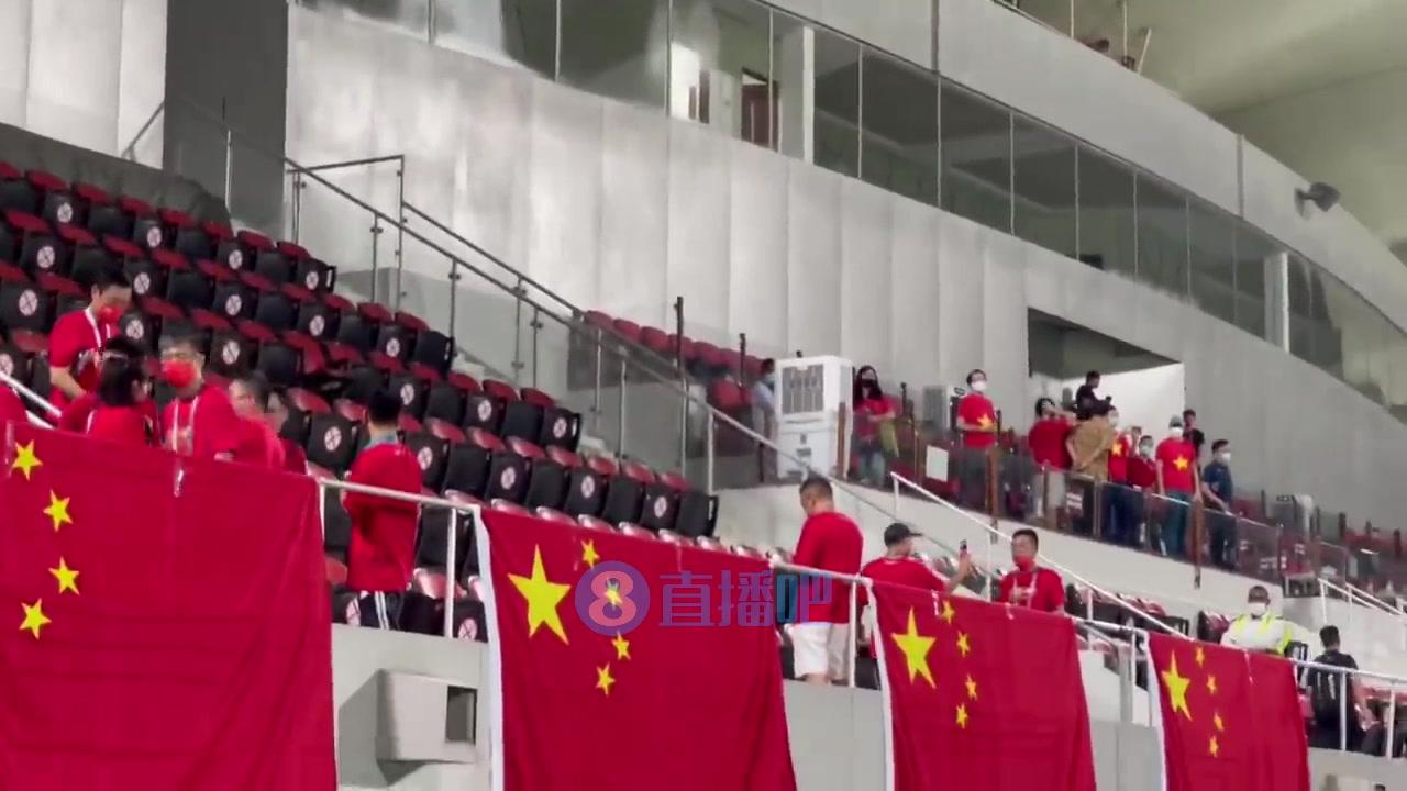 输球心不甘!越南网红赛后朝中国球迷狂喊