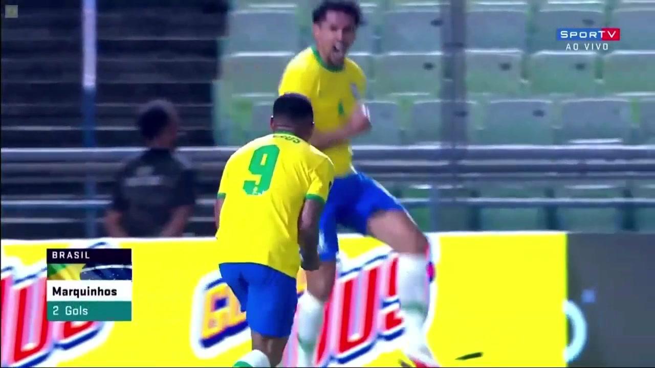 巴西扳平比分!马尔基尼奥斯头球破门