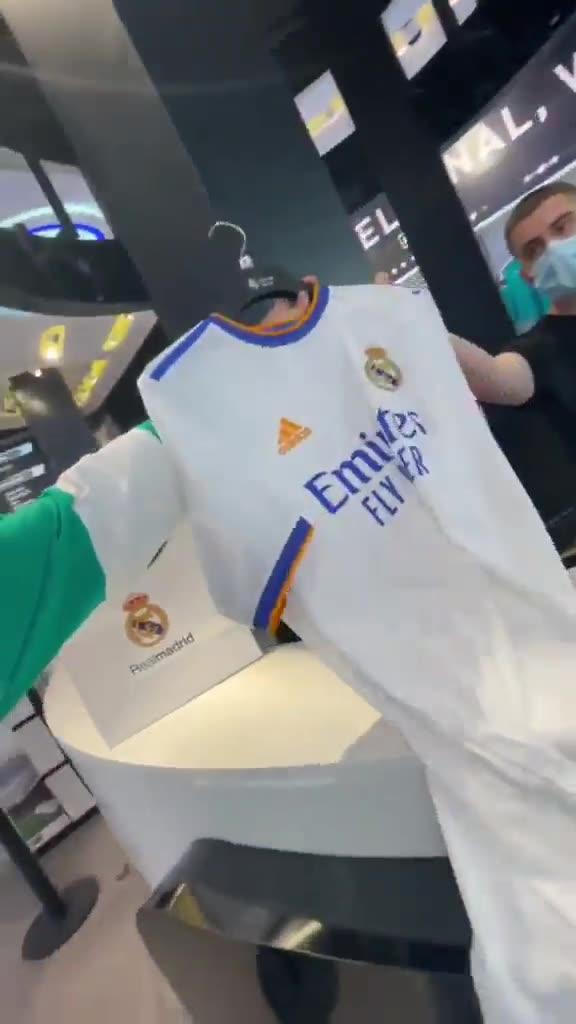 西班牙网红去皇马专卖店买梅西球衣 结果出乎意料