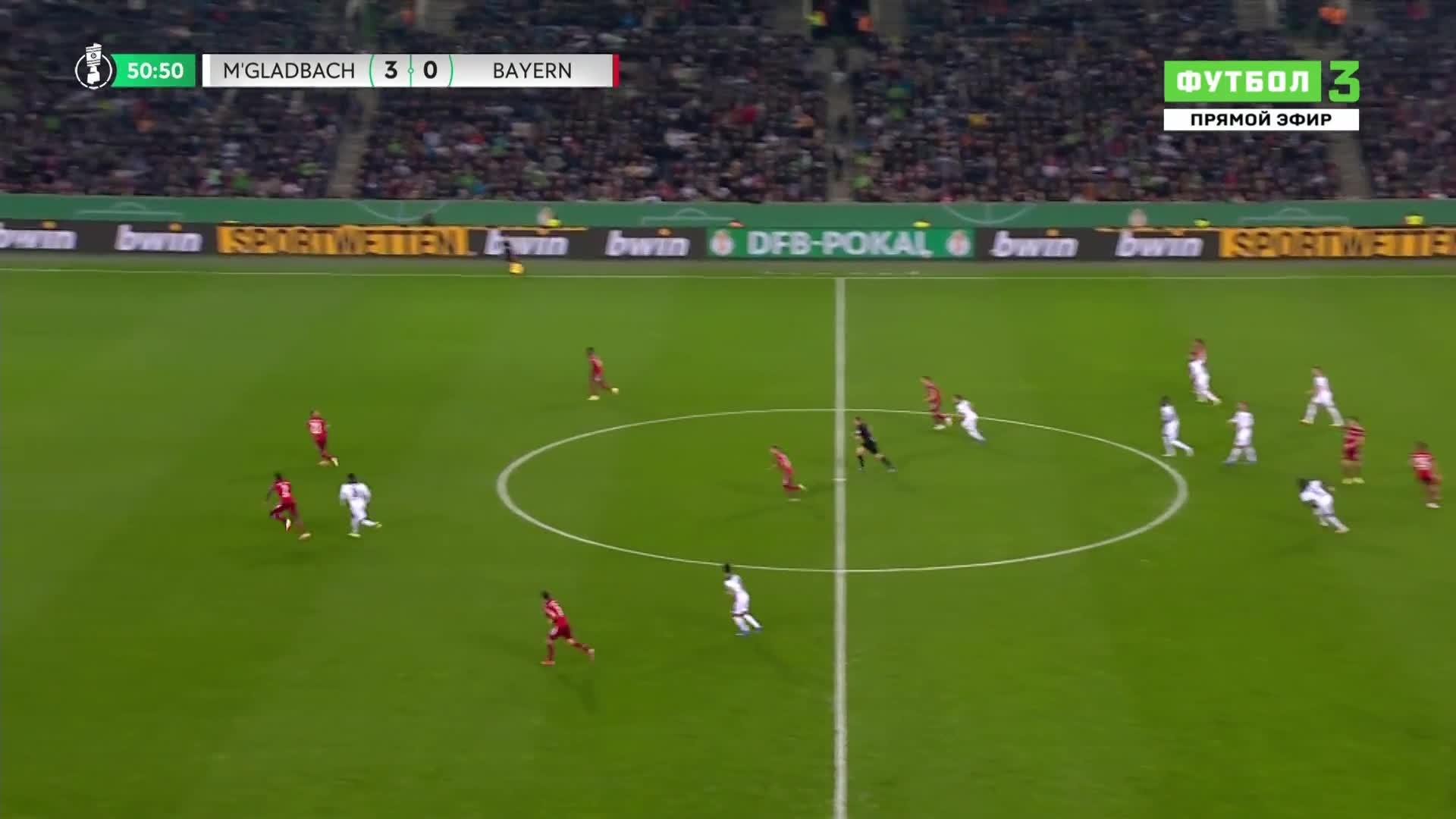 拜仁0-4落后!于帕梅卡诺失误,恩博洛破门