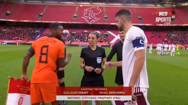 吹荷兰对拉脱维亚 女裁判历史上首次担任男子预赛裁判