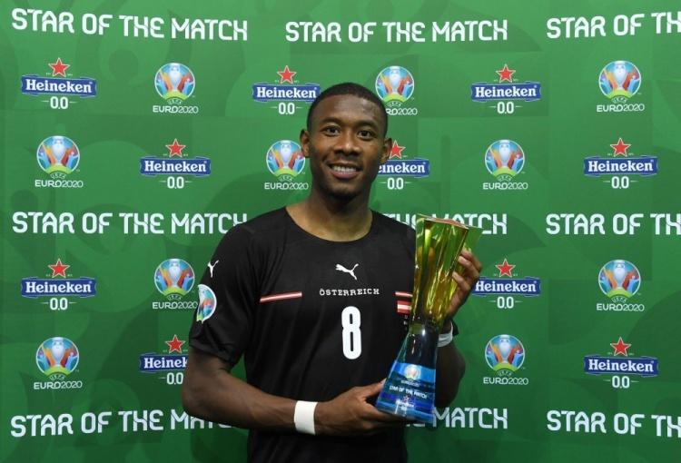 作为队长 带领奥地利击败北马其顿 送出助攻 阿拉巴在比赛中被授予最佳球员