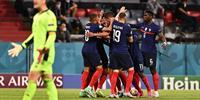 法国领先德国 姆巴佩半场1-0 卢卡斯做乌龙