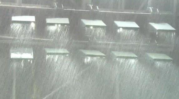 大雨!山东vs青岛下半场因天气原因中断