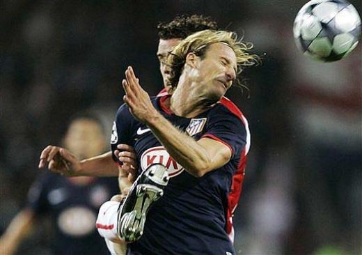 足球术语:狮子甩头