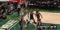 NBA新赛季揭幕战篮网104-127惨败雄鹿 字母哥32分