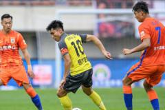山东泰山1-0广州队新赛季连胜两场 费莱尼头球攻门