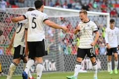 德军战车开始翻滚!德国用拜仁的效率和压迫打败了葡萄牙