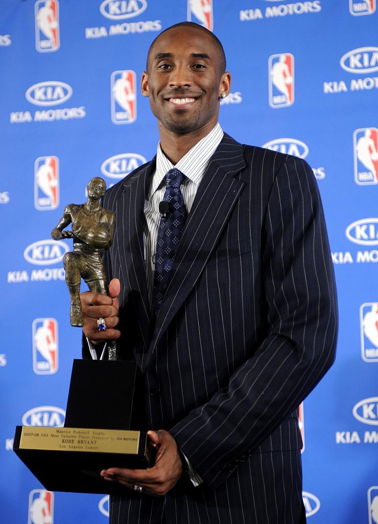 13年前的明天:科比博得了他职业生活生计中独一的MVP奖杯
