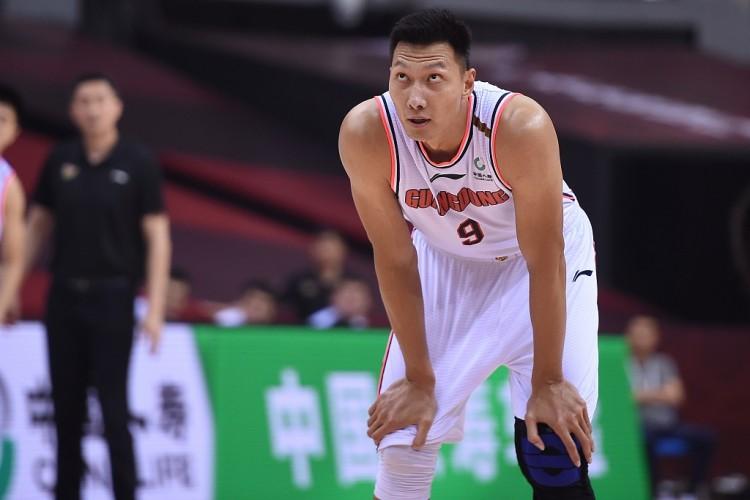 媒体人:易建联恢复良好 新赛季可以为广东队出战