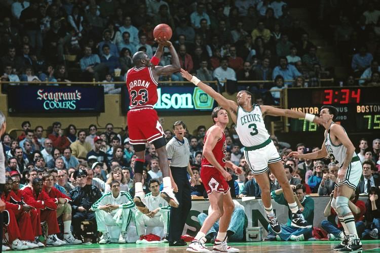 1986年的今天 大二学生乔丹在季后赛历史上获得63分