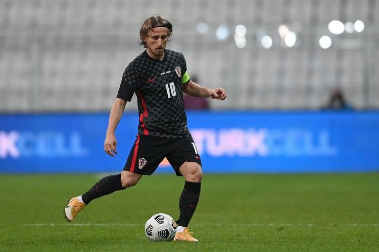 世界体育:莫德里奇将在周三返回克罗地亚进行训练 并将能够在捷克共和国比赛
