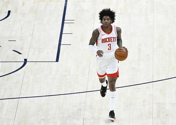 表现差!小凯文·波特12投2中拿下10分 4个篮板 5次助攻和5次失误