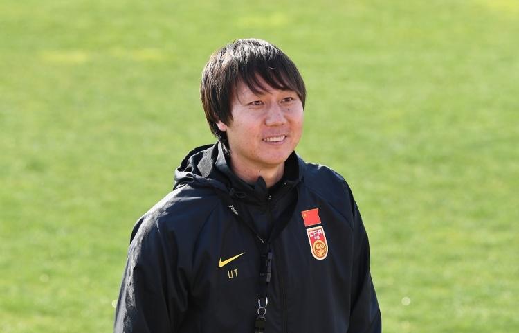 北青:李铁列出了60名国家足球运动员的名单 并将选出近一半的人参加前40名的比赛